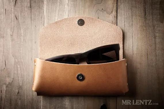 leather sunglasses case for groomsmen | via 40+ Best Leather Groomsmen Gifts for Weddings | http://emmalinebride.com/gifts/leather-groomsmen-gifts/