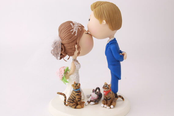 figurine wedding cake toppers kiss with cats at feet