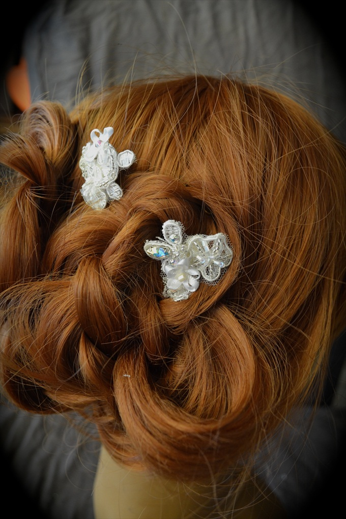Beaded bridal hairpiece / pins by Empire of the Bead via http://emmalinebride.com/wedding/beaded-bridal-hairpiece/