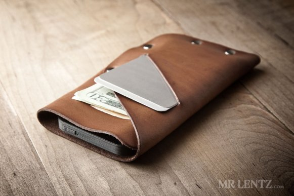 leather-iphone-wallet-in-brown