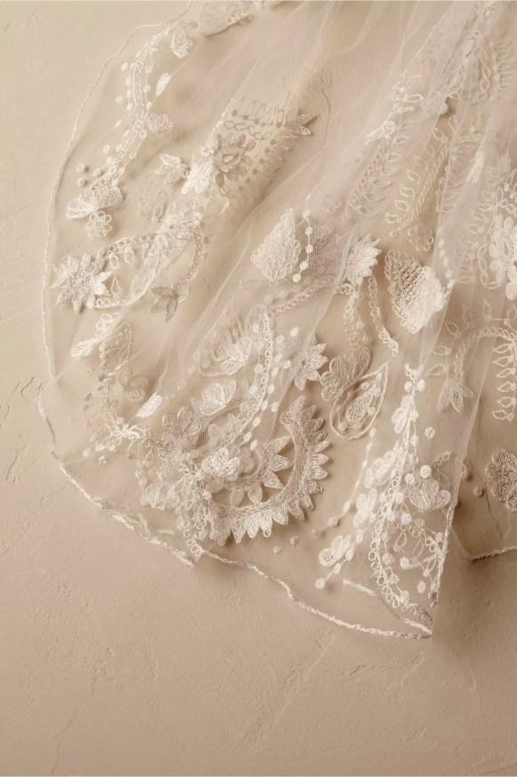 ninette-veil-up-close