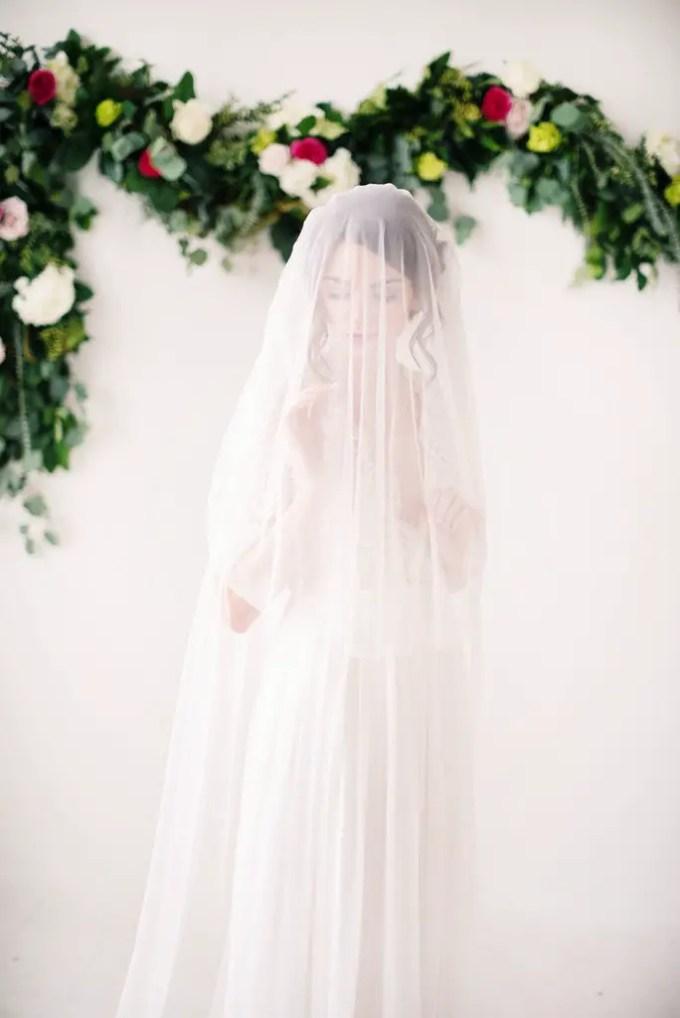 English net bridal veil | long wedding veils under $200 by Tessa Kim | http://emmalinebride.com/bride/long-wedding-veils-under-200/