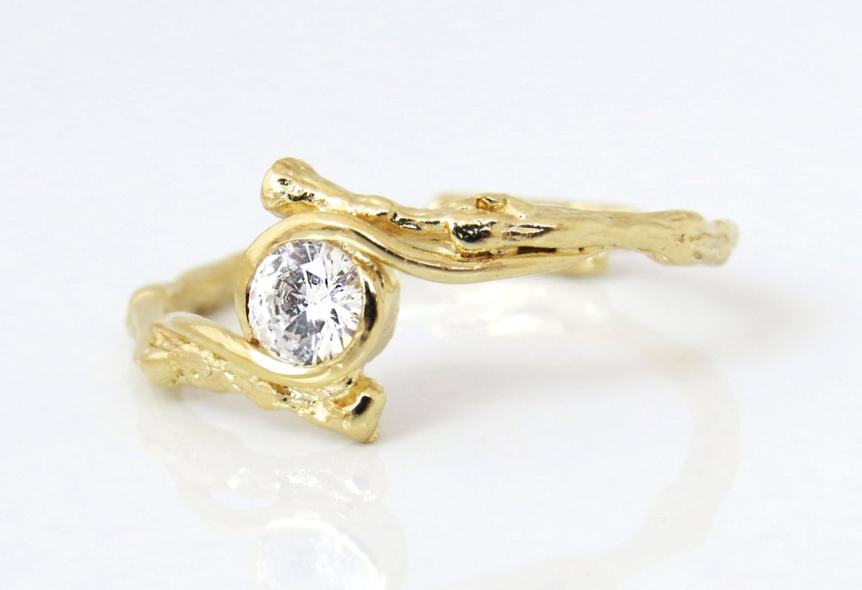 10 Nature Inspired Engagement Rings on Etsy   http://emmalinebride.com/rings/nature-inspired-engagement-rings-etsy/