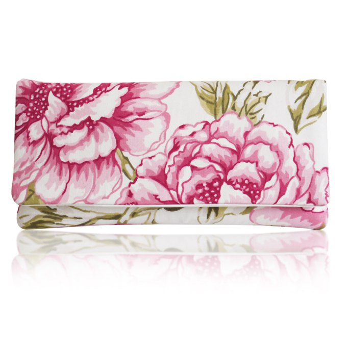 cute wedding clutches | http://emmalinebride.com/bride/cute-wedding-clutches/