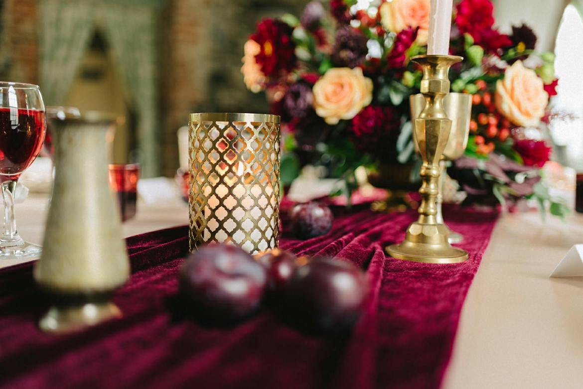 This Velvet Table Runner Is The New Wedding Trend Photo