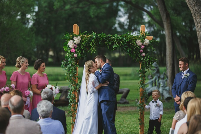 Shabby Chic Wedding Along a River | Beautiful River Weddings | photo: shutterfreek