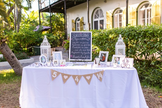 Filda Konec Photography - Hemingway House Wedding - wedding card table with burlap bunting in Key West