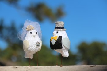 Bird Cake Topper Wedding Set | http://emmalinebride.com/2015-giveaway/bird-cake-topper-wedding/