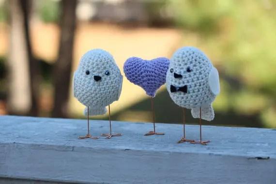 bird cake toppers | via http://emmalinebride.com/cake/bird-cake-toppers-crochet/