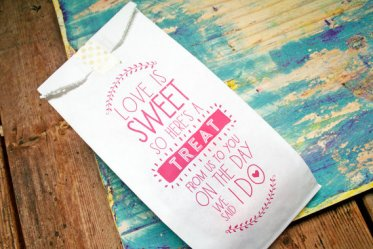 cute-wedding-favor-candy-bags