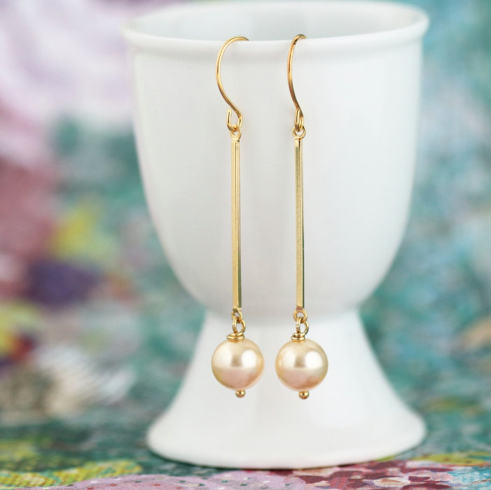 elegant modern drop pearl earrings | by jacaranda designs | http://emmalinebride.com/bride/pearl-earrings-bride/ | pearl earrings bride