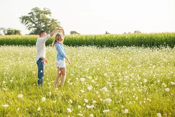 7 Engagement Photo Tips (via EmmalineBride.com) - photo by zack wilson