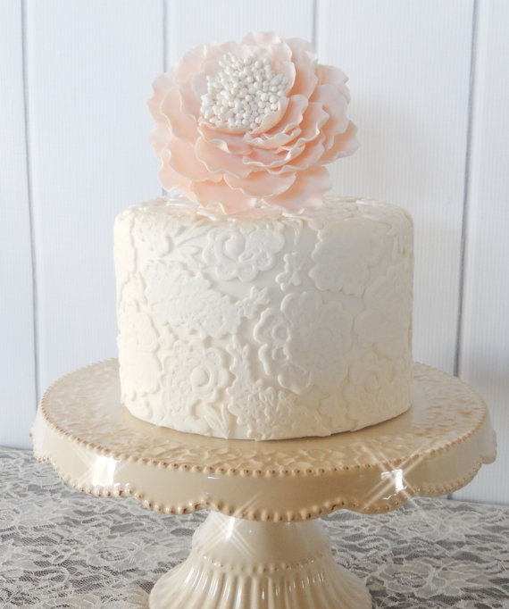 fake wedding cakes | via http://emmalinebride.com/reception/fake-wedding-cakes-look-real/