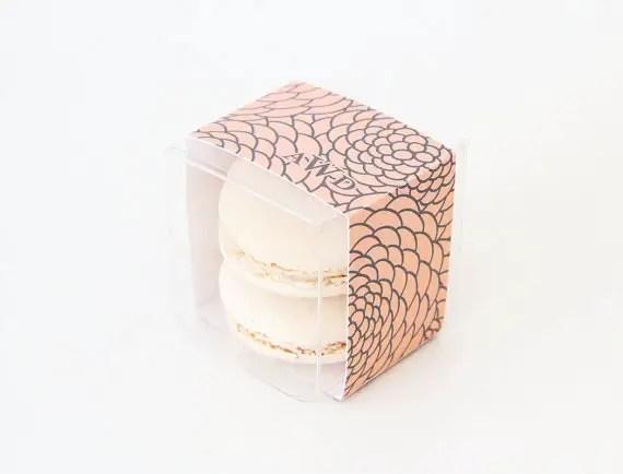 floral monogram wrap - clear macaron favor boxes | via http://emmalinebride.com/favors/giving-macaron-favors/