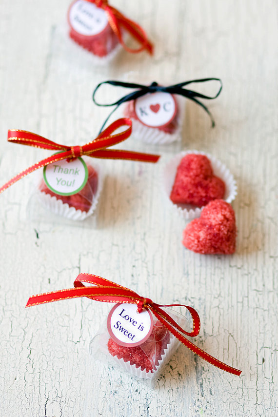 5 Foodie Wedding Favors: #5 Cocktail Sugar Cubes (by Dell Cove Spices via EmmalineBride.com) #favors #handmade #wedding #foodie