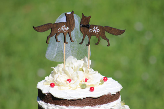 fox wedding cake topper by weddingpros | Fox Ideas Weddings via http://emmalinebride.com/rustic/fox-ideas-weddings/