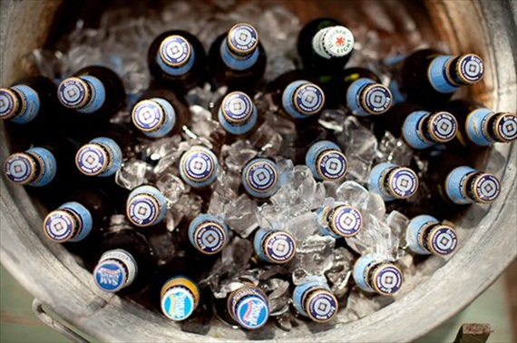 galvanized-tub-beer-wedding-drinks