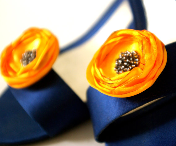 Fall Wedding Trends - gold shoe clips - fall wedding ideas on a budget