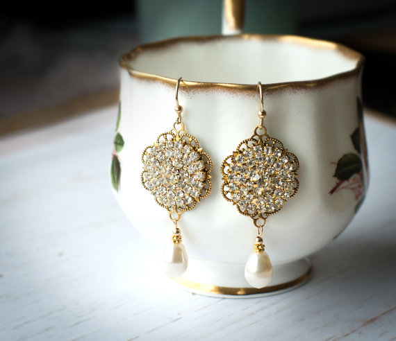 gold filigree style earrings | vintage bridal earrings | http://emmalinebride.com/bride/vintage-inspired-bridal-earrings