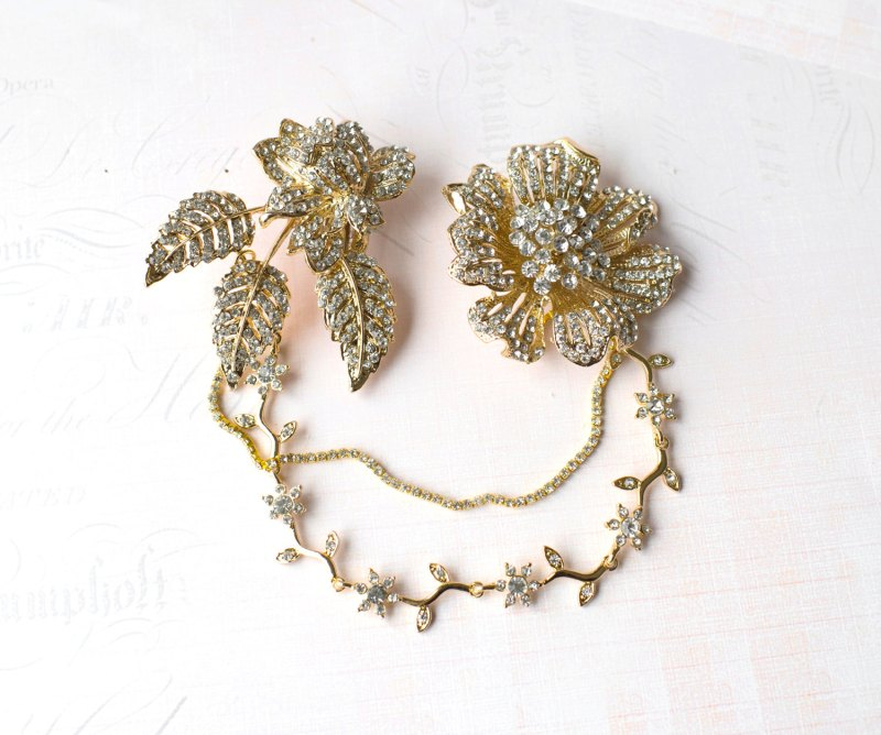 gold hair chains | bridal hair chain | via http://emmalinebride.com/bride/bridal-hair-chain/