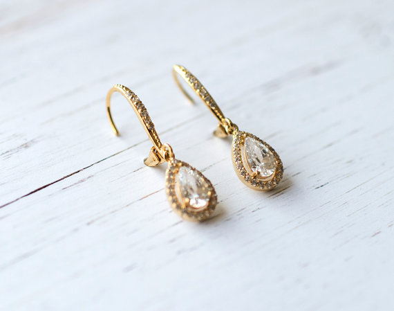 Gold teardrop shape earrings | vintage bridal earrings | http://emmalinebride.com/bride/vintage-inspired-bridal-earrings