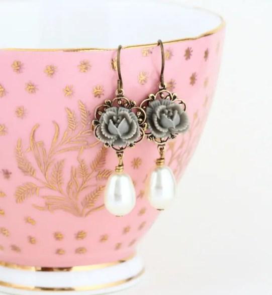 gray flower pearl earrings