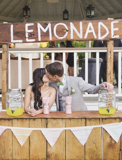 7 Tips for a Wedding Lemonade Stand