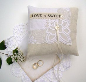 love is sweet rustic ring pillows | via http://emmalinebride.com/ceremony/rustic-ring-pillows/