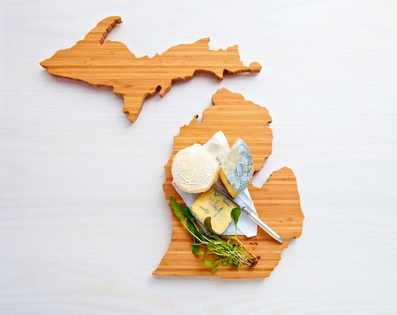 michigan cutting board via 25 State Ideas That Will Make Your Big Day More Awesome
