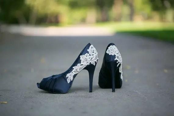 navy wedding shoes for bride | via http://emmalinebride.com/bride/wedding-shoes-for-bride/
