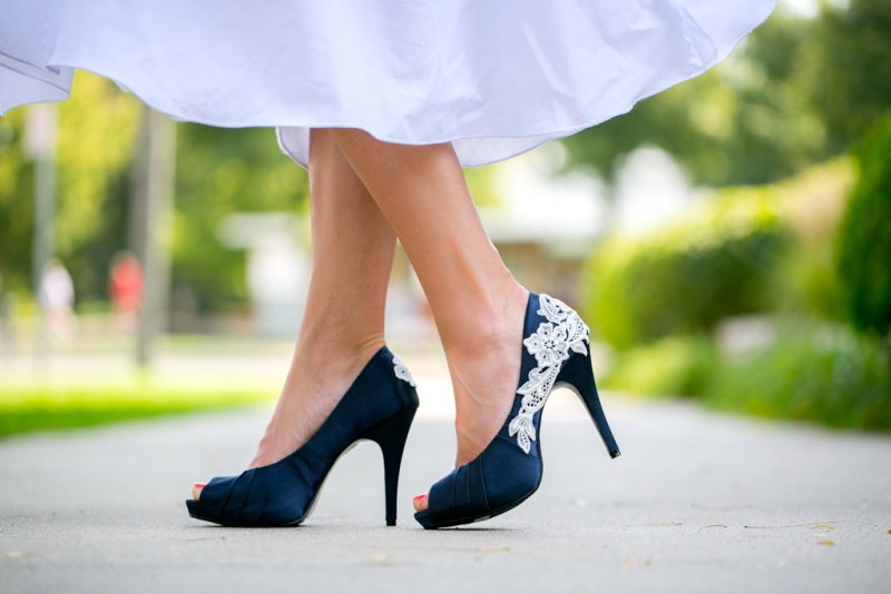 navy lace wedding heels | via http://emmalinebride.com/decor/navy-and-white-wedding-ideas/ | from 21 Navy and White Wedding Ideas