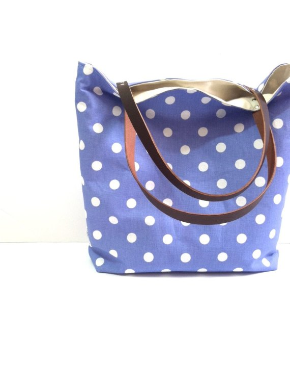 Polka Dot Tote Bag   What to Put in Wedding Welcome Bags   http://emmalinebride.com/planning/wedding-welcome-bags/