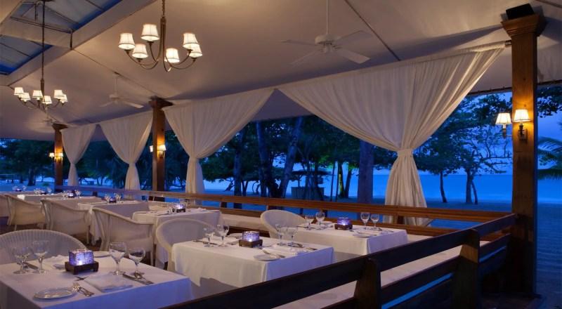 Honeymoon in Jamaica -- Ideas & Inspiration | http://emmalinebride.com/honeymoon/jamaica/