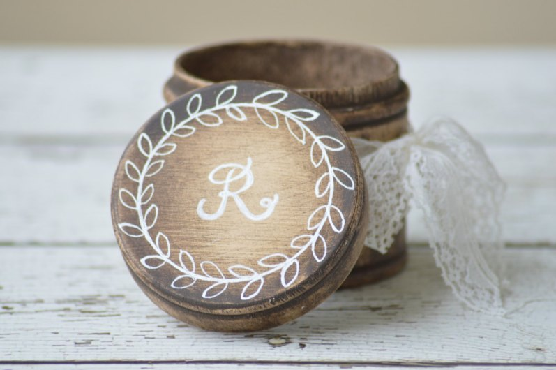 round ring box | via Rustic Ring Pillows http://emmalinebride.com/ceremony/rustic-ring-pillows/