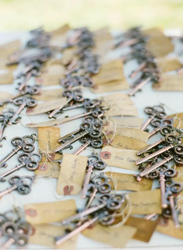 skeleton key escort card favors | http://emmalinebride.com/favors/skeleton-key-escort-card-favors/