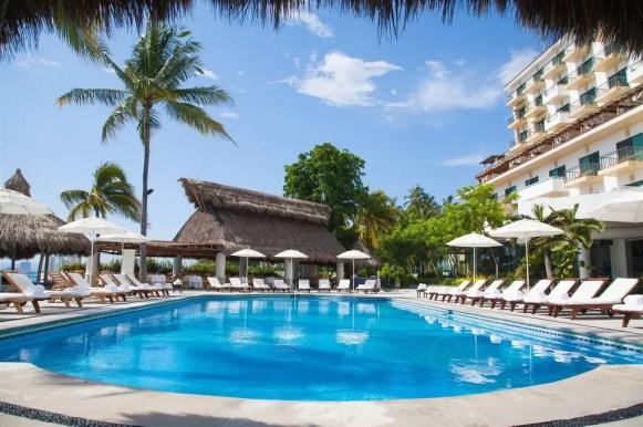 villa-premiere_pool-relax-2.jpg.1024x0