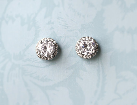 Vintage inspired bridal earrings: button style | http://emmalinebride.com/bride/vintage-inspired-bridal-earrings
