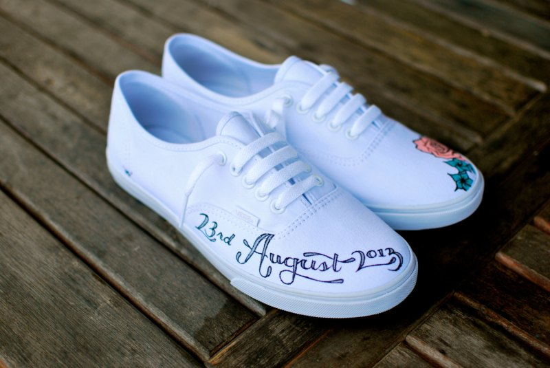 vans wedding shoes | via http://emmalinebride.com/bride/vans-wedding-shoes/