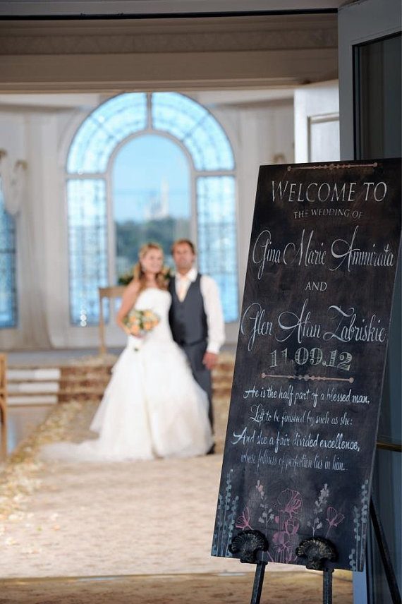 How to Welcome Guests to a Wedding