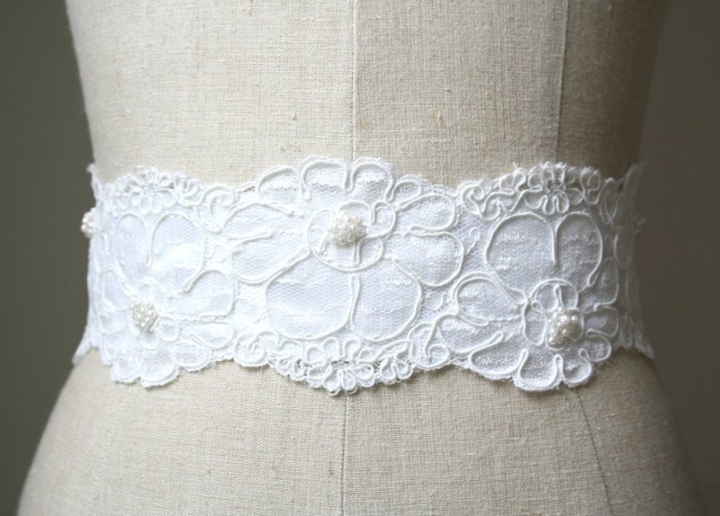 white sash made of lace and tulle | NEW Wedding Dress Sash Ideas via http://emmalinebride.com/bride/wedding-dress-sash-ideas/