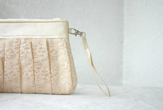 lace wristlet clutch (by Hello Violeta)