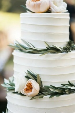 15 Simple but Elegant Wedding Cakes for 2018   EmmaLovesWeddings simple but elegant wedding cake