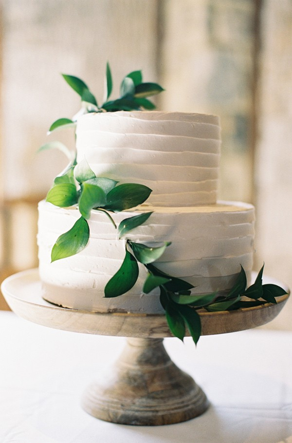 15 Simple But Elegant Wedding Cakes For 2018 Emmalovesweddings