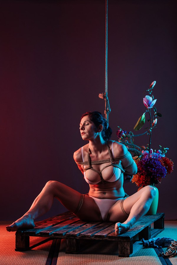 Shibari, suffering in colors