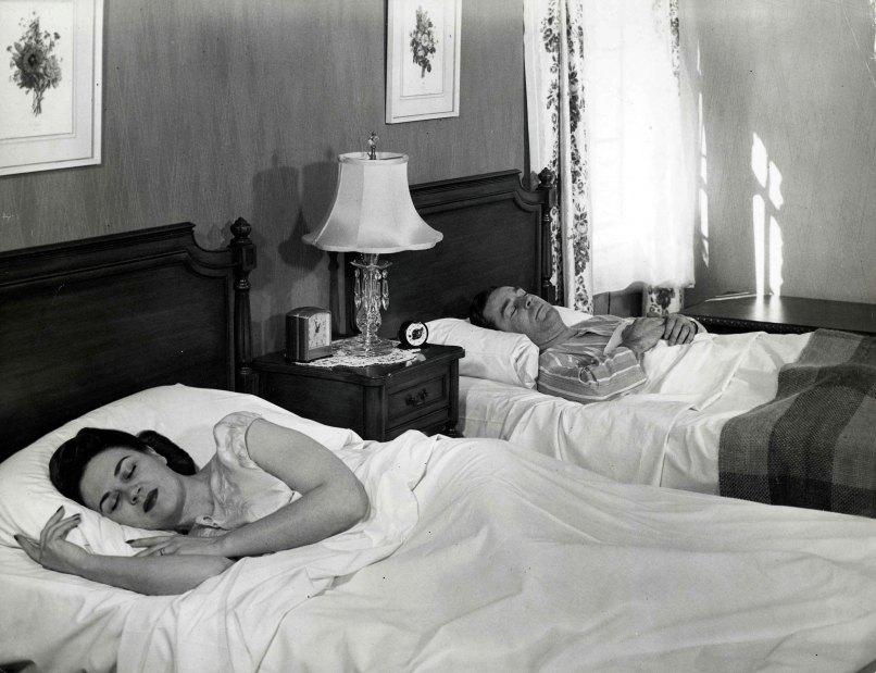Married Couples Separate Bedrooms Memsaheb Net. couples sleeping in separate bedrooms   Oropendolaperu org