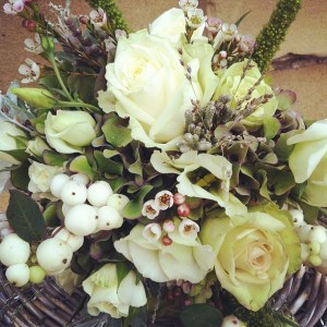 white_bouquet_berries