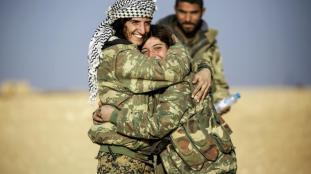 combattantes-arabes-syriennes-contre-l-ei-pres-de-raqa-en-syrie-le-6-fevrier-2017-2