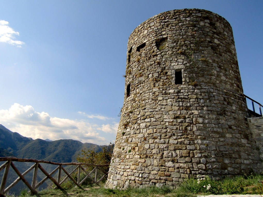 Garfagnana insolita: la Rocca di Trassilico