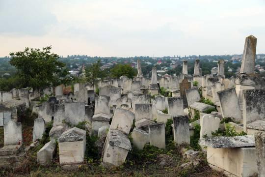 Jewish-cemetery-01