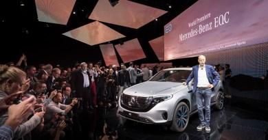 Mercedes-Benz-Dieter-Zetsche-präsentiert-den-neuen-EQ